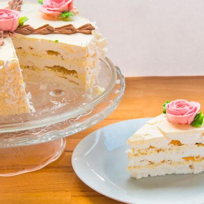 Lehky pusinkovy dort s maslovym kremem