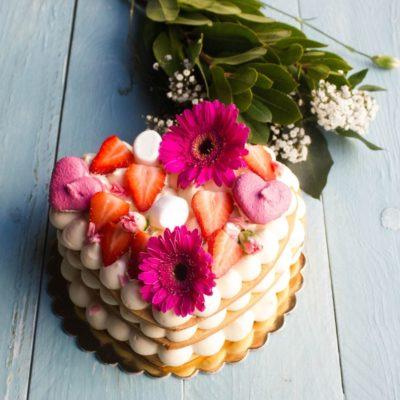 Narozeninový dort ve tvaru srdce