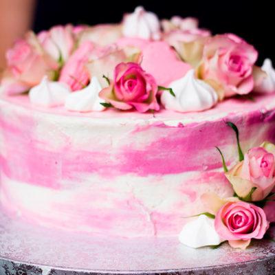 Svatební dort «Kvety a macarons»