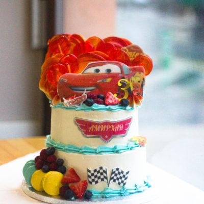 Dvoupatrový dětský dort na narozeniny «Auto»