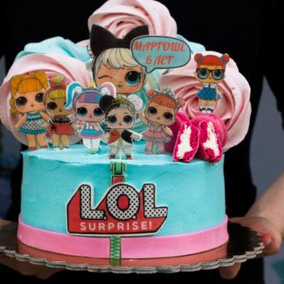 Dětský narozeninový dort LOL 6 (2,5 kg, 1700 kč)