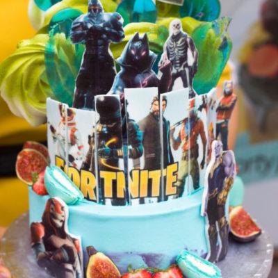 Dvoupatrový dětský dort na narozeniny Fortnite 5