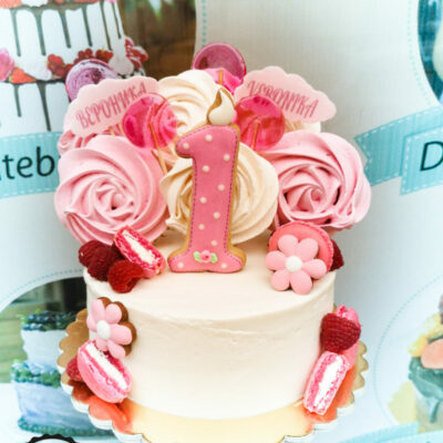 Dětský narozeninový dort Růžová Jedna (1,5 kg, 1200 kč)