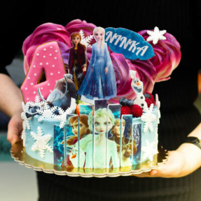 Dětský narozeninový dort Frozen 13 (2 kg, 1450 kč)