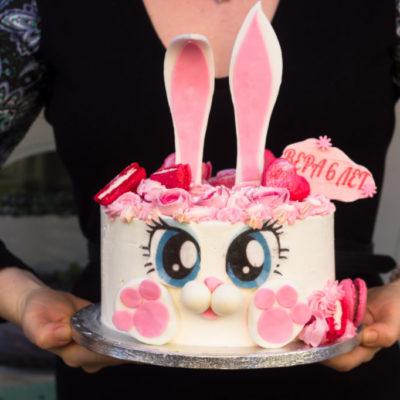 Dětský narozeninový dort Zajíček 4 (2,5 kg 1700 kč)