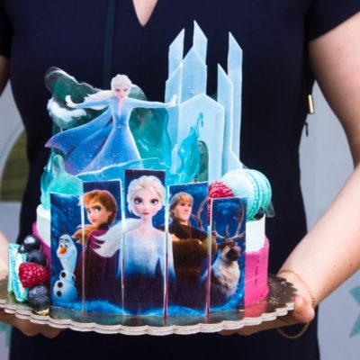 Dětský narozeninový dort na zákazku Frozen 19 (2 kg, 1450 kč)