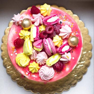 Narozeninový dort pro slečnu Ovoce a makronky (2 kg, 1450 kč)
