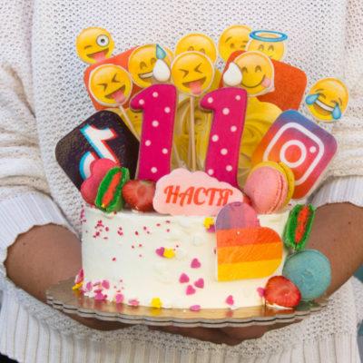 Narozeninový dort pro slečnu TikTok 3 (1,5 kg, 1200 kč)